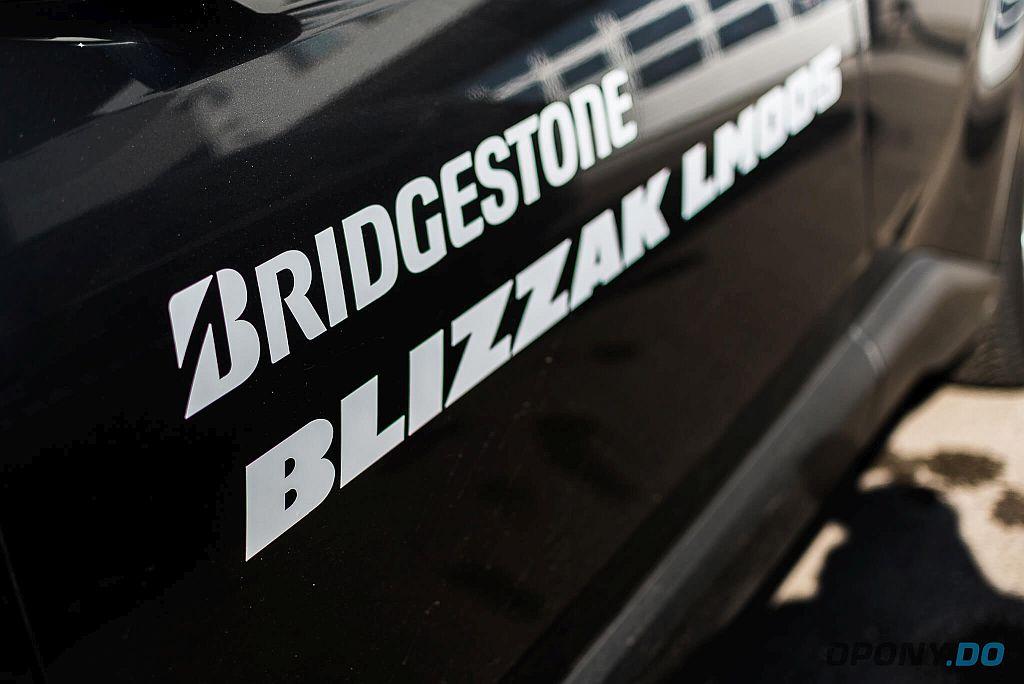 Bridgestone Blizzak LM005 - napis na drzwiach samochodu