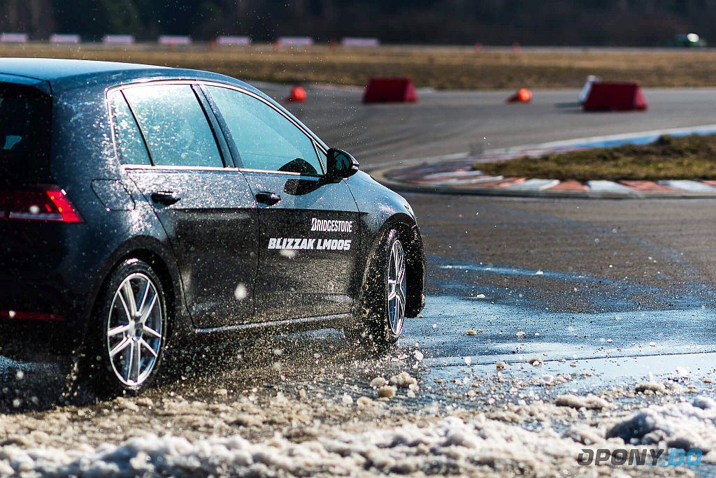 Bridgestone Blizzak LM005 - VW Golf w zakręcie